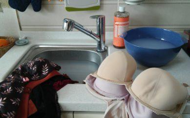 Come lavare i reggiseni a mano o in lavatrice