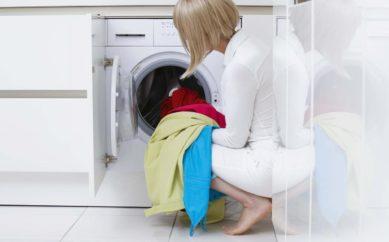 Come lavare gli abiti in viscosa a mano o in lavatrice