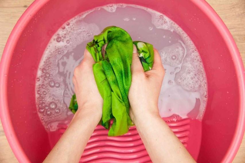 Come togliere le macchie di resina