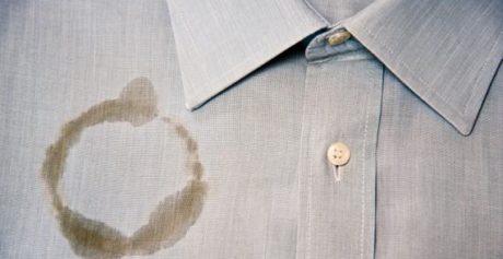 Eliminare gli aloni di unto dai capi del guardaroba