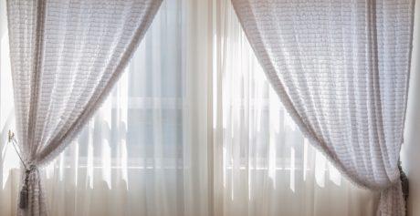 Pulizie di stagione: il segreto per tende brillanti e luminose