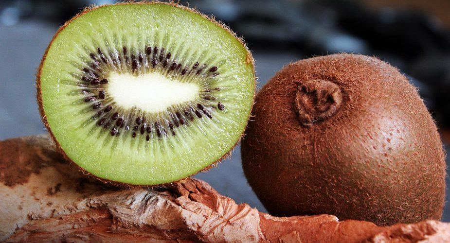 Come togliere le macchie di kiwi dai vestiti