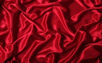 Come ridare nuova lucentezza ai vestiti in satin