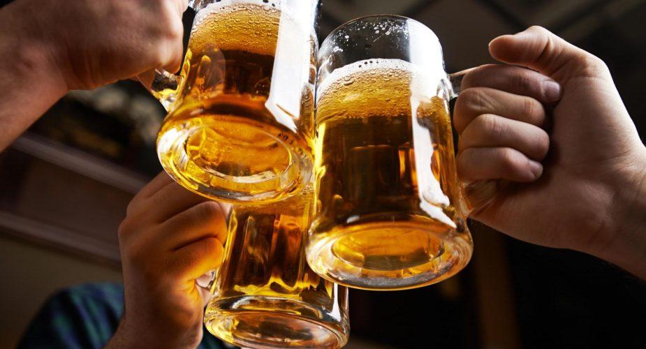 Quando la birra non finisce nei boccali… ma sui vestiti