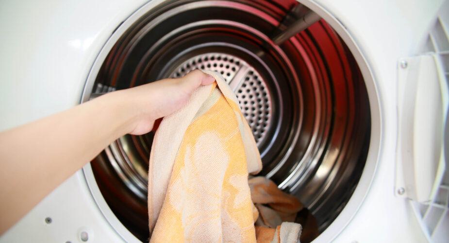 Come eliminare le macchie di benzina dai vestiti