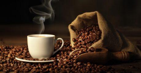 Come eliminare le macchie di caffè