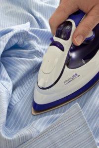 Come eliminare le macchie del ferro da stiro dai tessuti