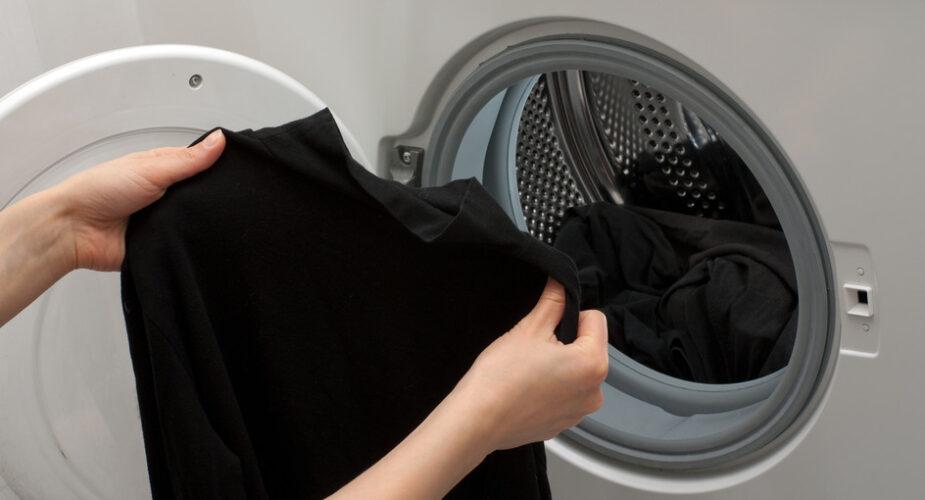 Come lavare i capi neri