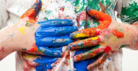 Come pulire le macchie di vernice dai vestiti